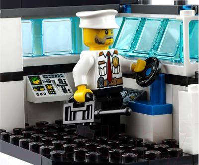 Конструктор Lego City Пожарный катер (60109)