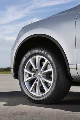 Летняя шина Goodyear EfficientGrip SUV 255/60R17 106V