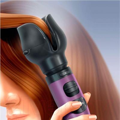 Фен-щётка Philips HP8668/00 - помещение волос в насадку для завивки