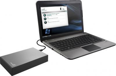 Внешний жесткий диск Seagate Expansion Desktop 2TB (STBV2000200) - подключенный к ноутбуку