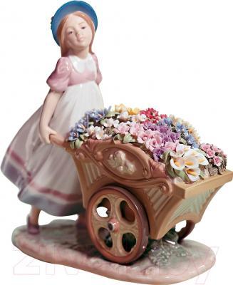 """Статуэтка Lladro Flores """"С цветами на рынок"""""""