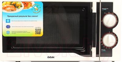 Микроволновая печь BBK 20MWS-712M/WB - вид спереди