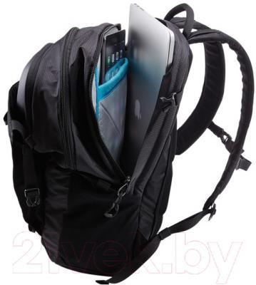Рюкзак для ноутбука Thule TEBD-217GN - цвет товара зеленый, пример использования