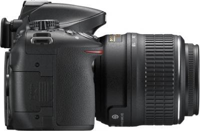 Зеркальный фотоаппарат Nikon D5200 Kit (18-55mm VR, черный) - вид справа