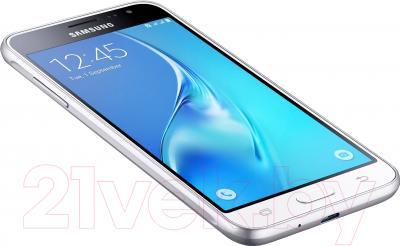 Смартфон Samsung Galaxy J3 (2016) / J320F/DS (белый)