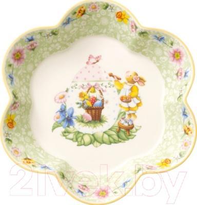 Блюдо Villeroy & Boch Spring Fantasy Зайчик-девочка раскрашивает пасхальное яйцо
