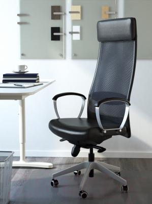 Кресло офисное Ikea Маркус 401.031.00 (черный) - в интерьере