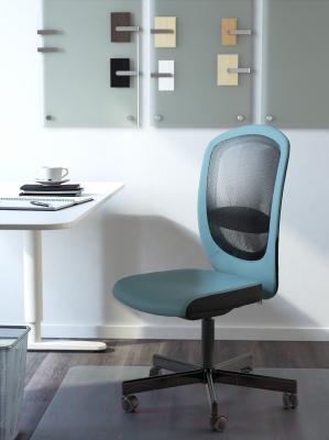 Кресло офисное Ikea Флинтан 402.838.89 (бирюзовый) - в интерьере