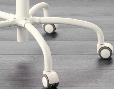 Кресло офисное Ikea Грегор 702.604.62 (белый/светло-бежевый) - колесики автоматически блокируются, когда стул не используется