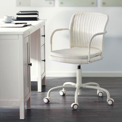 Кресло офисное Ikea Грегор 702.604.62 (белый/светло-бежевый) - в интерьере