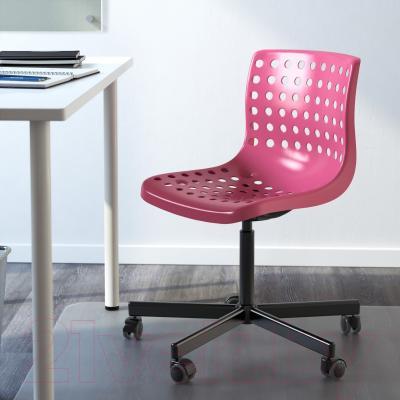 Стул офисный Ikea Сколберг/Споррен 190.236.00 (розовый/черный) - в интерьере