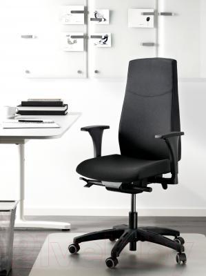 Кресло офисное Ikea Вольмар 391.372.43 (черный) - в интерьере