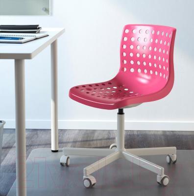 Стул офисный Ikea Сколберг/Споррен 490.236.08 (розовый/белый) - в интерьере