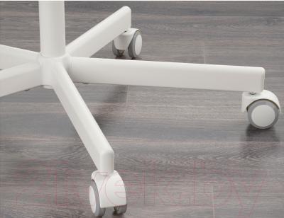 Стул офисный Ikea Сколберг/Споррен 690.235.94 (красный/белый) - колесики автоматически блокируются, когда стул не используется
