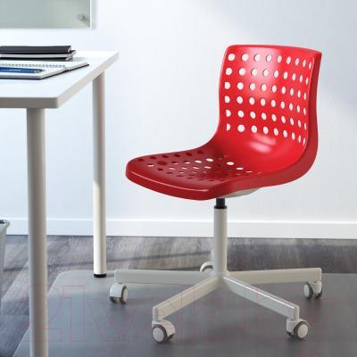 Стул офисный Ikea Сколберг/Споррен 690.235.94 (красный/белый) - в интерьере