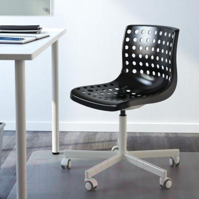 Стул офисный Ikea Сколберг/Споррен 390.236.04 (черный/белый) - в интерьере