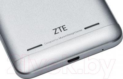 Смартфон ZTE Blade V7 Lite (серебристый)