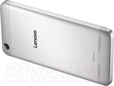 Смартфон Lenovo K5 / A6020A40 (серебристый)