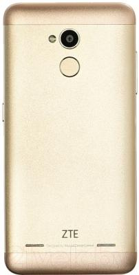 Смартфон ZTE Blade V7 Lite (золотой)