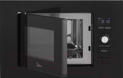 Микроволновая печь Midea AG820BJU-BL - с открытой дверцей 2