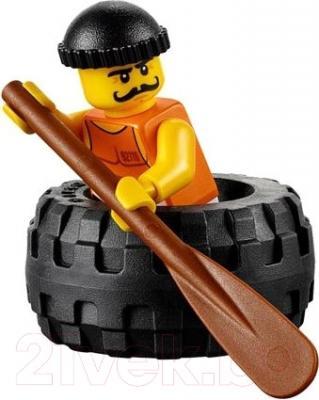 Конструктор Lego City Побег в шине 60126