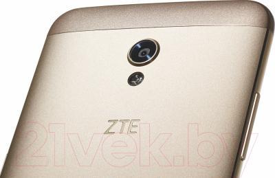 Смартфон ZTE Blade V7 (золото)