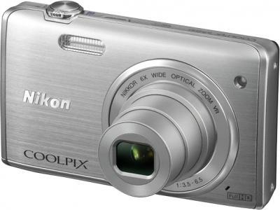 Компактный фотоаппарат Nikon Coolpix S5200 Silver - общий вид