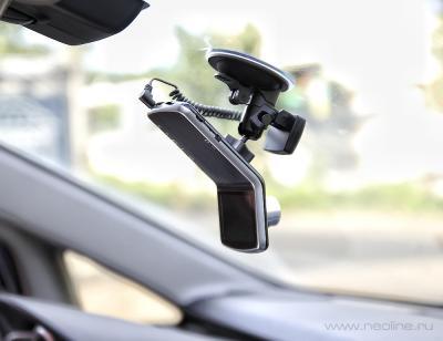 Автомобильный видеорегистратор NeoLine Mobile-i G5 - в автомобиле