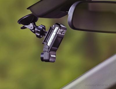 Автомобильный видеорегистратор NeoLine Spike - вид в автомобиле