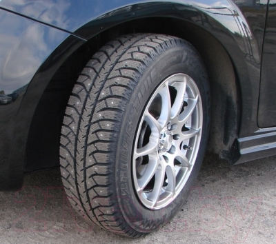 Зимняя шина Bridgestone Ice Cruiser 7000 245/70R16 107T (шипы)