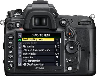Зеркальный фотоаппарат Nikon D7000 Kit 18-55mm VR - вид сзади: дисплей