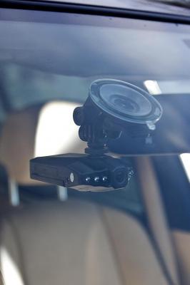 Автомобильный видеорегистратор GoClever DVR HD WIDE - вид в автомобиле