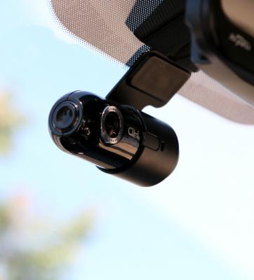 Автомобильный видеорегистратор Cowon AC1 - в автомобиле