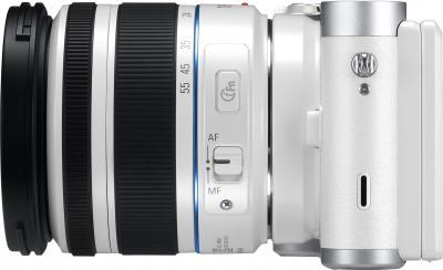 Беззеркальный фотоаппарат Samsung NX300 Kit 18-55mm White-Silver (EV-NX300ZBQURU) - вид сбоку
