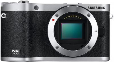 Беззеркальный фотоаппарат Samsung NX300 Kit 18-55mm Black-Silver (EV-NX300ZBSTRU) - вид спереди без объектива