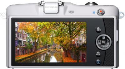 Беззеркальный фотоаппарат Olympus E-PM1 Kit 14-42mm White - вид сзади