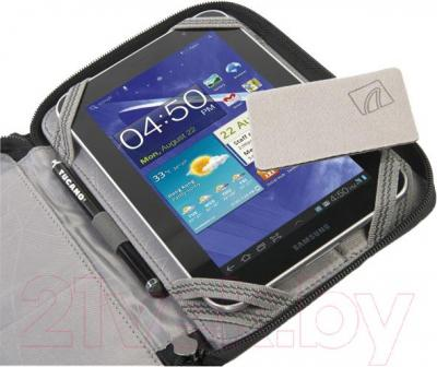 Чехол для планшета Tucano Youngster for Tablet TABY10 (черный) - пример использования