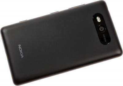 Смартфон Nokia Lumia 820 Black - вид сзади