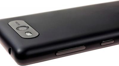 Смартфон Nokia Lumia 820 Black - полубоком