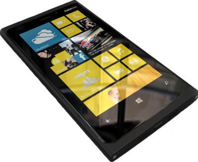 Смартфон Nokia Lumia 920 (Black) - лежа