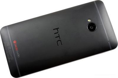 Смартфон HTC One Black - сзади