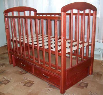 Детская кроватка РИО Виктория (Вишня) - в интерьере