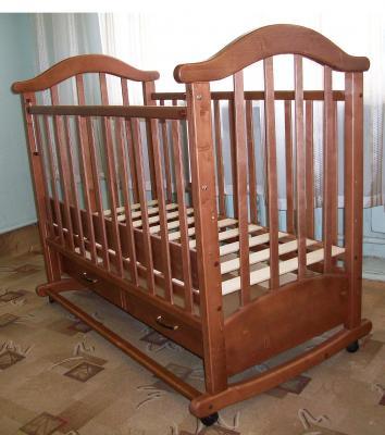 Детская кроватка РИО Виктория-2 кш (Орех) - в интерьере