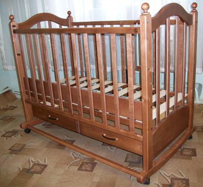 Детская кроватка РИО Джулия (орех) - в интерьере