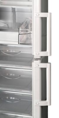 Холодильник с морозильником ATLANT ХМ 4025-400 - с открытой дверцей