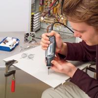 Профессиональный гравер Dremel 3000 JF (F.013.300.0JF) - в работе