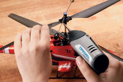 Профессиональный шуруповерт Dremel Driver (F013.112.0JA) - в работе