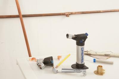 Паяльник газовый Dremel Versaflamer 2200-4 (F.013.220.0JA) - в работе