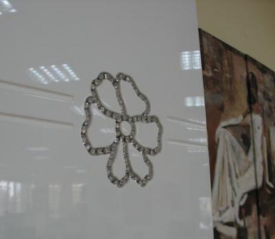 Шкаф Королевство сна Paola-003 (белый глянец с венге) - цветок