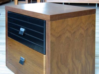 Прикроватная тумба Королевство сна Moderno-001 (коричневая с черным) - вид сбоку